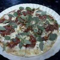 Photo taken at Pizzas Finicrok by Reinaldo A. on 10/13/2011