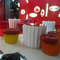 Das Foto wurde bei Red Velvet Cupcakery von Kholoud A. am 1/24/2012 aufgenommen