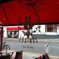 Снимок сделан в Juniors Deli Cafe пользователем Anthony L. 7/18/2011