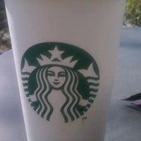 Foto tirada no(a) Starbucks por Ashley D. em 2/1/2012
