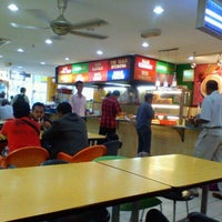 Photo taken at Restoran Hameed's by Aiman Zhafransyah on 9/5/2012
