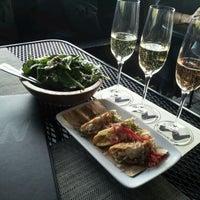 รูปภาพถ่ายที่ Willi's Wine Bar โดย Jose D. เมื่อ 4/7/2012
