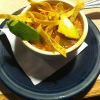 Foto tomada en La Parrilla Mexican Restaurant por Pete K. el 7/14/2012