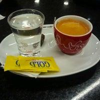 Photo taken at Café do Ponto by Hugo D. on 10/12/2011