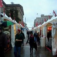 Foto tomada en Downtown Holiday Market por Julian M. el 12/21/2011