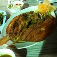Photo taken at โคขุนโพนยางคำพัฒนาการ by Arty K. on 10/23/2011