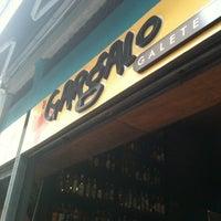 Photo taken at Gargalo Galeteria by Guilherme L. on 3/23/2012