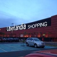 Foto tirada no(a) Uberlândia Shopping por Igor F. em 6/20/2012