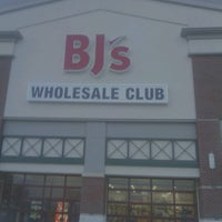 Photo taken at BJ's Wholesale Club by Moe B. on 7/19/2012