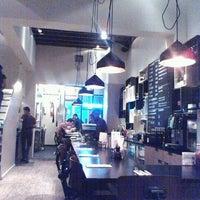 Photo prise au Ellis Gourmet Burger par Boris M. le12/4/2011