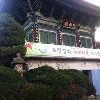 Photo taken at 정토사 (淨土寺) by Ju Yeon H. on 12/3/2011