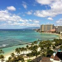 Снимок сделан в Aston Waikiki Beach Hotel пользователем Roseann S. 9/12/2011