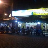 Photo taken at Tat Nasi Ayam by Ahmad S. on 12/11/2011