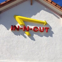 Foto tomada en In-N-Out Burger  por Kaitlin N. el 2/23/2012