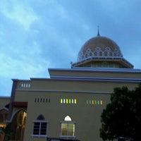 Photo taken at Masjid al-Khalifah by Termizi S. on 12/22/2011