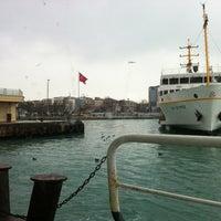 Photo taken at Kadıköy - Beşiktaş / Adalar Vapur İskelesi by Mehmet on 1/28/2012