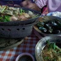 Photo taken at ร้านอาหารตามสั่ง by Poo P. on 11/28/2011