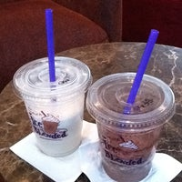 Photo taken at The Coffee Bean & Tea Leaf by Jusuf W. on 8/21/2011