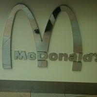Foto tomada en McDonald's por Jesus P. el 3/2/2011