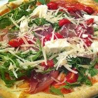 Снимок сделан в Pizzeria Regina Margherita пользователем Martin 10/4/2011