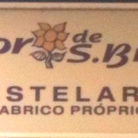 Foto tirada no(a) Pastelaria Flor de S. Brás por Francisco P. em 3/28/2012