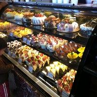 Foto scattata a 85C Bakery Cafe - Irvine da Suihan D. il 5/9/2011