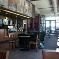 Снимок сделан в Starbucks пользователем Hernán M. 2/12/2012