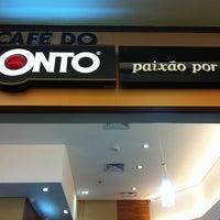 Photo taken at Café do Ponto by Pablo F. on 10/15/2011