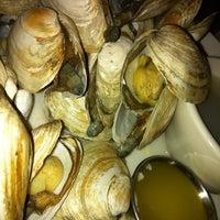 Foto tomada en Legal Sea Foods por Karen B. el 6/9/2011