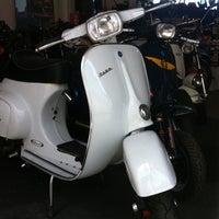 Foto tomada en V & Classics Motorcycles por Jon R. el 5/17/2011