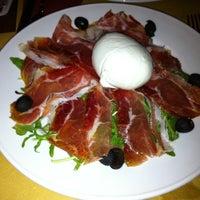 Foto scattata a George Byron Cafe da James F. il 12/6/2011
