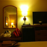Photo taken at Hampton Inn Columbia by Meshi D. on 8/11/2011