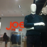 Photo taken at Joe Fresh by Bobby W. on 9/6/2012