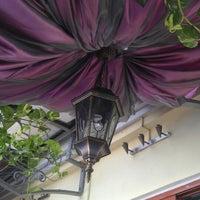 Снимок сделан в Shooters Café пользователем Mariana M. 8/18/2012