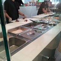 Снимок сделан в Freshroll Vietnamese Rolls & Bowls пользователем J 7/20/2012