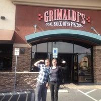 Foto scattata a Grimaldi's Pizzeria da 'Bud H. il 2/11/2012
