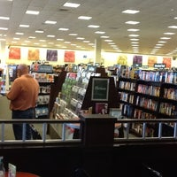Photo taken at Barnes & Noble by Mônica M. on 4/12/2012