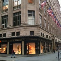 Photo prise au Saks Fifth Avenue par Woldy R. le4/19/2012