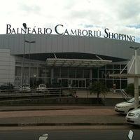 Foto tirada no(a) Balneário Shopping por Gerstner R. em 2/27/2012