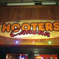 3/25/2012にJ. K.がHootersで撮った写真