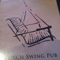 Photo prise au Porch Swing Pub par Tan N. le7/29/2012