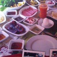 8/4/2012 tarihinde LazAli53ziyaretçi tarafından Pan Pan Cafe & Fırın'de çekilen fotoğraf