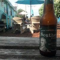 Das Foto wurde bei Lighthouse Beer And Wine von Bobby C. am 7/31/2012 aufgenommen
