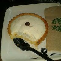 Foto tomada en Starbucks por Zeltzin Z. el 7/9/2012