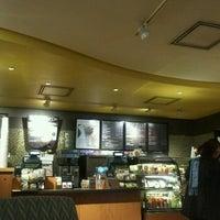 Foto tomada en Starbucks por Eloisa R. el 7/15/2012