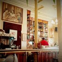 Foto tomada en Café Manuela por Luca G. el 6/17/2012
