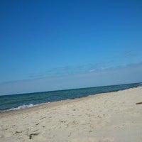 Photo taken at Nidos centrinis pliazas/ Nida Beach by Asta G. on 8/16/2012