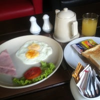 Photo taken at Rose Hip Dining Space @ Rose Hotel by Joey B. on 4/16/2012