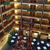 Foto tomada en Embassy Suites by Hilton Denver International Airport por Aaron A. el 9/1/2012