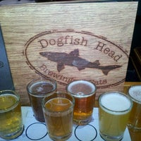 Photo taken at Dogfish Head Brewings & Eats by Paula B. on 2/26/2012